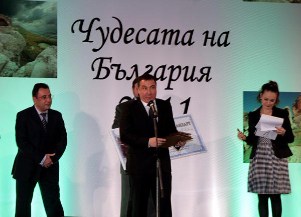 Кметът на Несебър Николай Димитров получи чек на стойност 1 млн. лева от министъра на транспорта, информационните технологии и съобщенията Александър Цветков