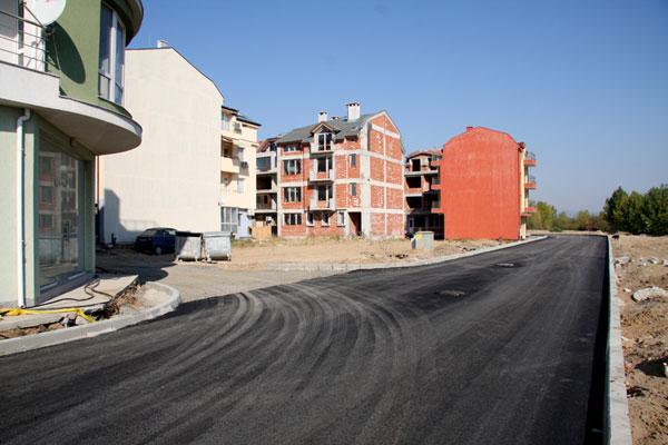 """Стартиралото асфалтиране на улици в кв. """"Черно море"""" Несебър"""